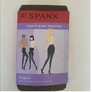 SPANX NWT black tights, size B, (small / medium)